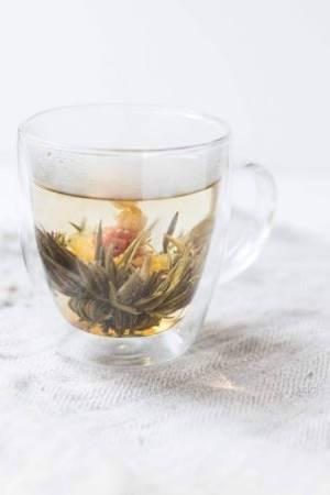 Tee mit Kräutern hilft gegen Husten
