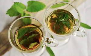 Heiße Getränke sind ein einfaches Hausmittel gegen Schnupfen
