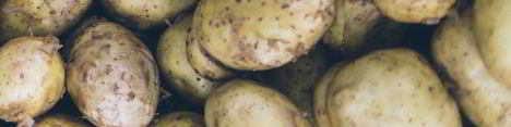 Wärmende Kartoffelwickel sind sehr beliebt gegen Halsweh