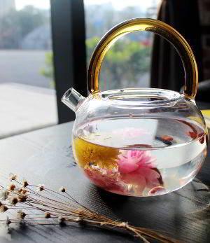 Viel Tee trinken hilft bei Fieber