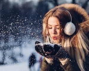 Schutz vor Zug und Kälte im Winter als Prävention vor Ohrenschmerzen