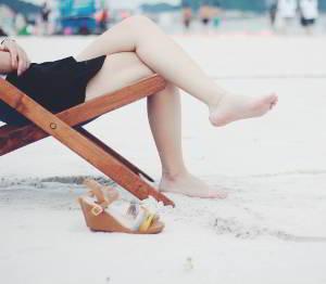 Entspannung wirkt Krämpfen im Unterbauch entgegen.